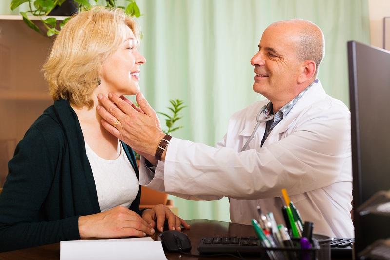doctor-diagnostico-tiroides