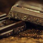 ¿POR QUÉ SENTIMOS NECESIDAD DE COMER CHOCOLATE ANTES DE LA REGLA?